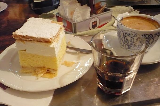 Kahve, pasta, Jagermeister üçlüsü