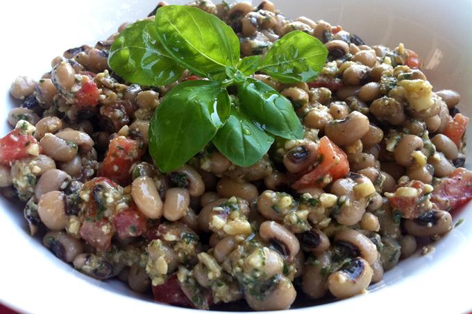 Pesto soslu börülce salatası