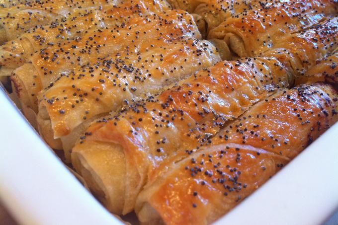 Ispanak köklü kıymalı börek