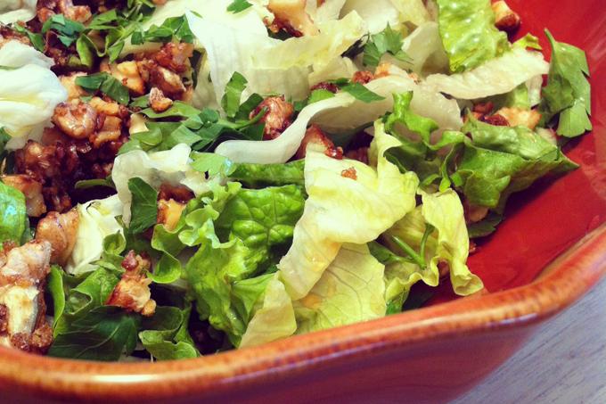 Karamelize cevizli salata