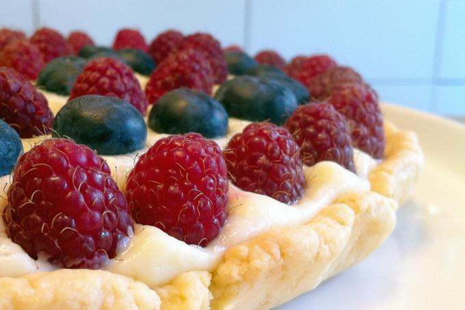 Frambuazlı, yaban mersinli pasta