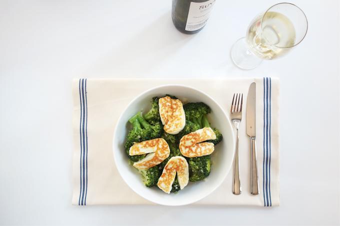 Hellimli brokoli salatası