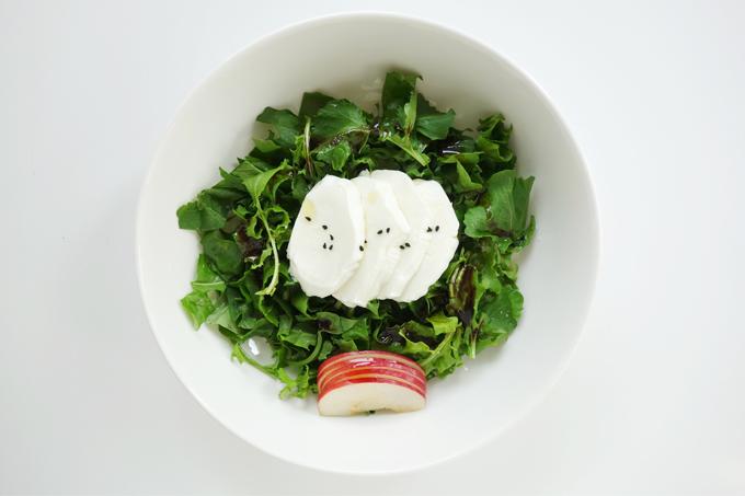 Mozzarellalı roka salatası