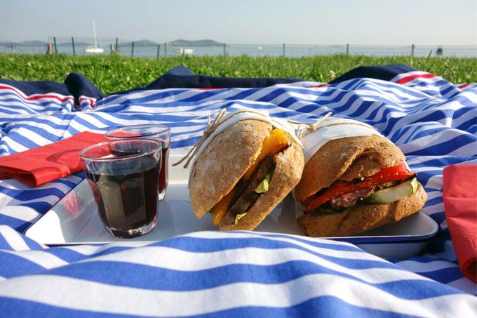 Antrikotlu ızgara sebzeli sandviç